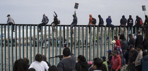 Migrants crossing US border illegally