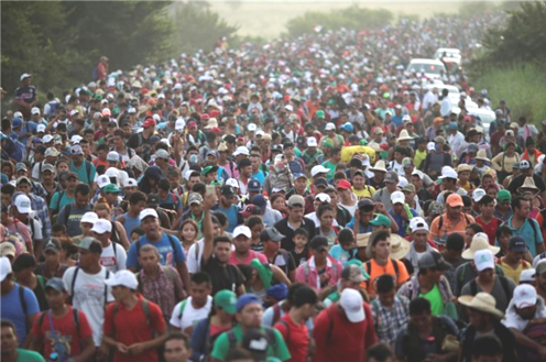 Thousands of migrants now at US southern border